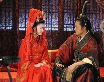 夫差与勾践 吴王夫差为什么放了勾践一命,而不是彻底消灭越国呢?
