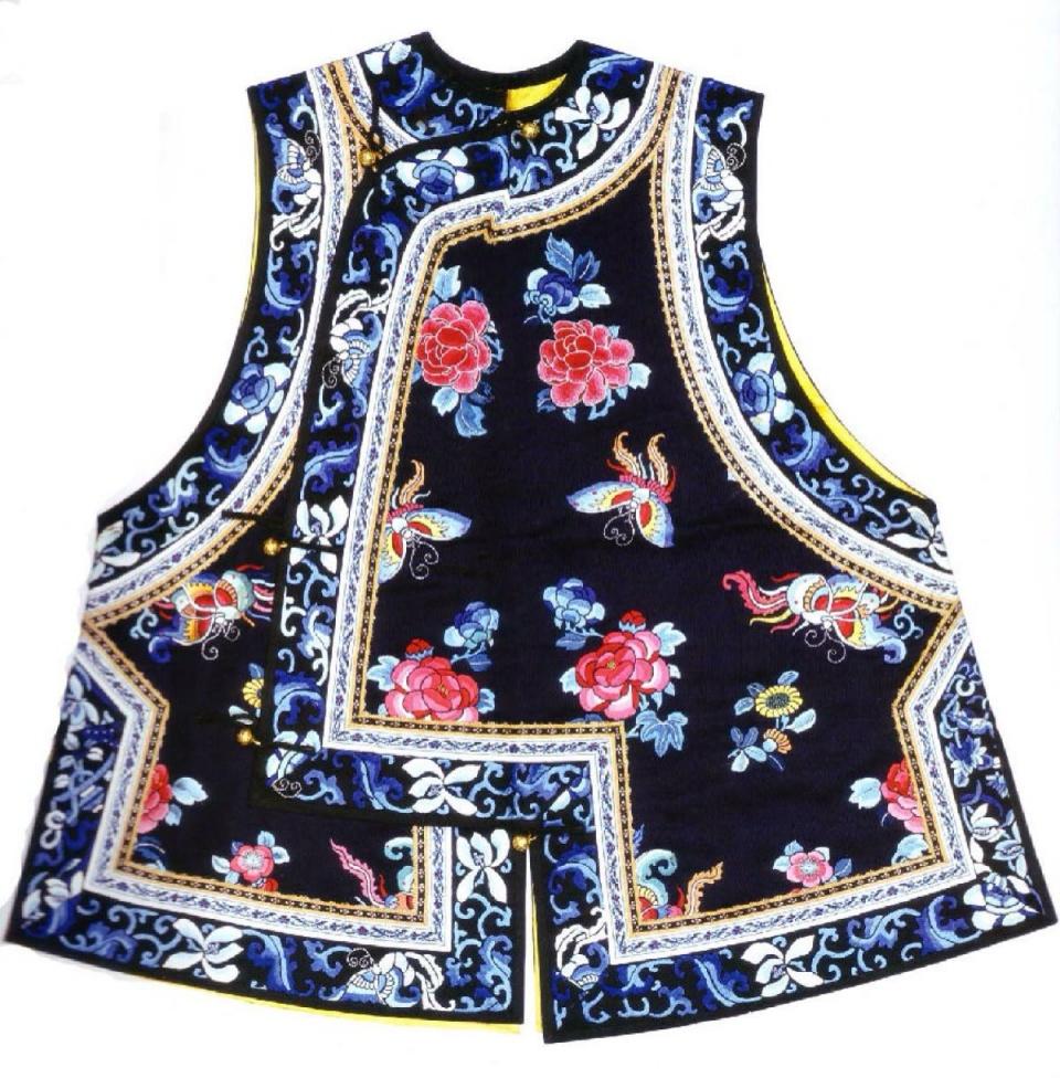 旗袍来历是什么?清代女性的旗袍具有什么特点?