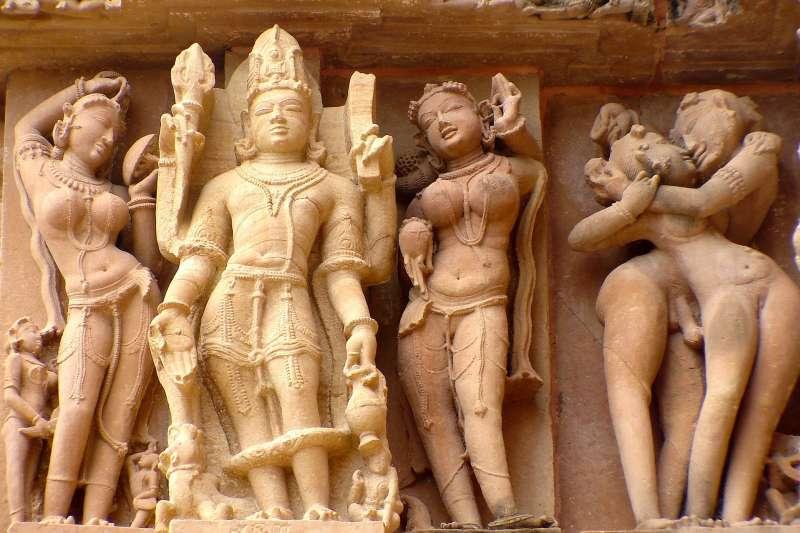 """千年前古人就懂""""火车便当""""?印度世界遗产古迹,把多P、人兽交、各种体位全刻在墙上!"""